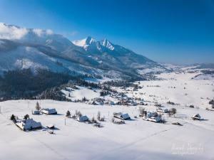 Belianske Tatry a chalúpky na Antošovskom vrchu