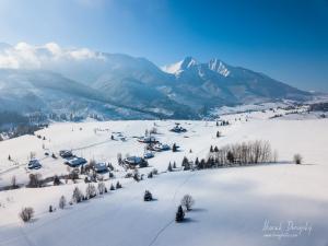 Belianske Tatry a chalúpky nad Blaščatskov dolinou