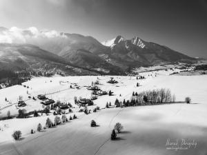 Belianske Tatry a chalúpky nad Blaščatskov dolinou ČB