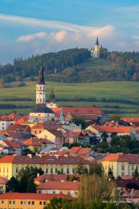 Centrum Levoče, v pozadí Mariánska hora