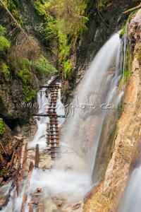 Machový vodopád a kaskády