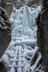Zamrznutý Machový vodopád