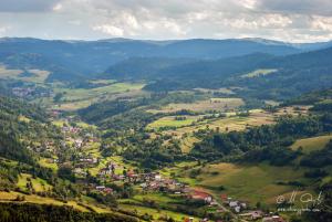 Výhľad z Haligovských skál na Haligovce