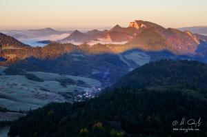 Výhľad z vrchu Šlachovky na Tri koruny