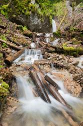 Skalný vodopád a kaskády pod ním