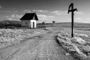 Kríž a kaplnka pri Závadke