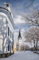 Evanjelický a Rímskokatolický kostol v zime