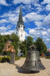Pamätník Majstrovi Konrádovi a veľký kostol