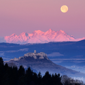 Hrad, Tatry a Mesiac
