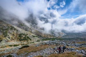 Turisti nad Malou Studenou dolinou
